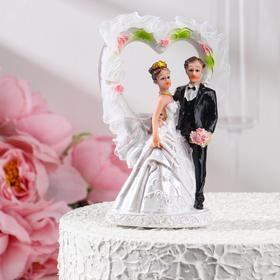 The figurine in the cake of 15 cm, mix