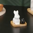 """Набор для специй """"Эстет. Зайцы"""", 2 шт: солонка, перечница, на деревянной подставке"""