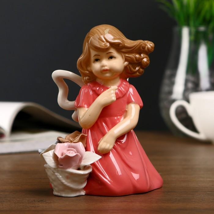 """Сувенир """"Девочка в коралловом платье с корзиной роз на ветру"""" 13,5х12х7,5 см"""