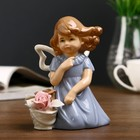 """Сувенир """"Девочка в голубом платье с корзиной роз на ветру"""" 13,5х12х7,5 см"""