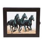 "Ключница ""Черные лошади"" венге 25х30х5 см"