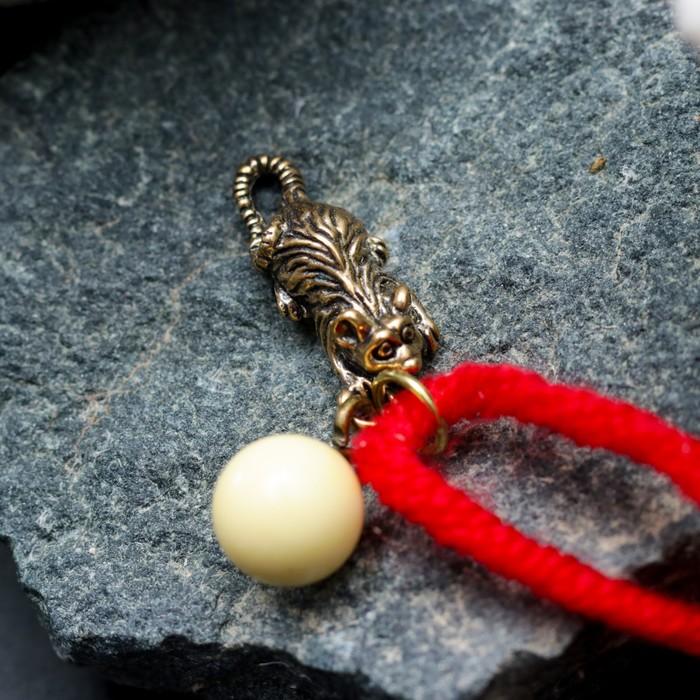 """Браслет-оберег """"Красная нить. Мышка с шариком"""" с подвеской, янтарь - фото 436981639"""