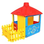 Игровой домик для улицы «Городской дом» с ограждением