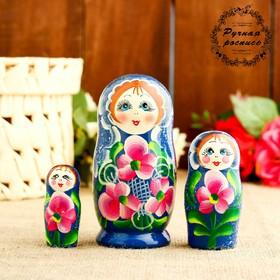 Матрёшка «Фиалки», голубое платье, 3 кукольная, 10 см
