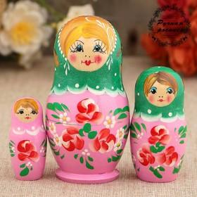 Матрёшка «Розовые цветочки», зелёный платок, 3 кукольная, 9 см