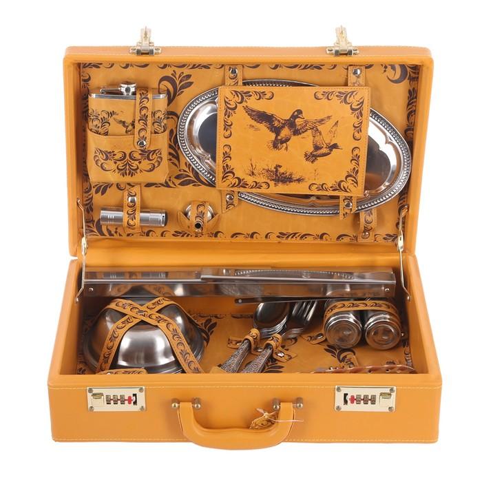 Набор в чемодане «Охота на уток»: фляжка, фонарь, воронка, поднос, огниво, тарелка 6 шт, вилка 6 шт, ложка 6 шт, штопор, нож, перечница, солонка, шампур, стопка 3 шт