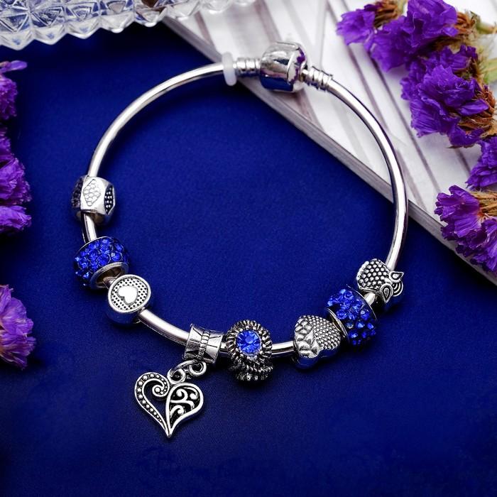 """Браслет со стразами """"Марджери"""" с подвеской, сердечко, цвет синий в серебре, 20см"""