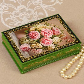 """Box """"pink and White flowers"""", green, 10×14 cm, lacquered miniature"""