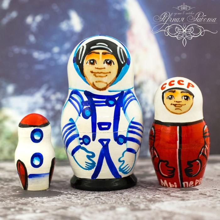 Матрёшка 3-х кукольная «Космонавт», 11 см