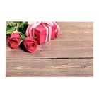 """Фотофон винил """"Розы с подарком на досках"""" 80х125 см"""