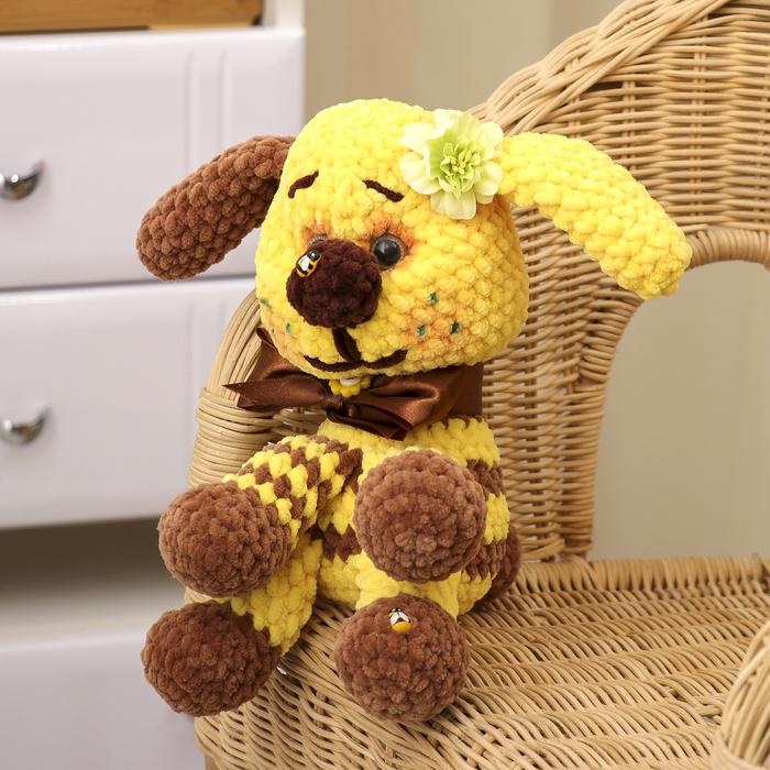 """Сувенир вязаный """"Собака желтая с коричневым"""" желтый бант, 20 см"""