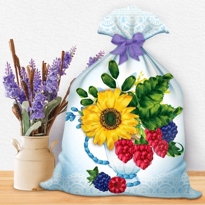 """Вышивка лентами на мешочке """"Лений букет с ягодой"""", 35 х 25 см"""