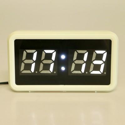 "Часы-будильник электронные ""Кутра"", белые цифры и корпус, от 220V, 18х10 см"