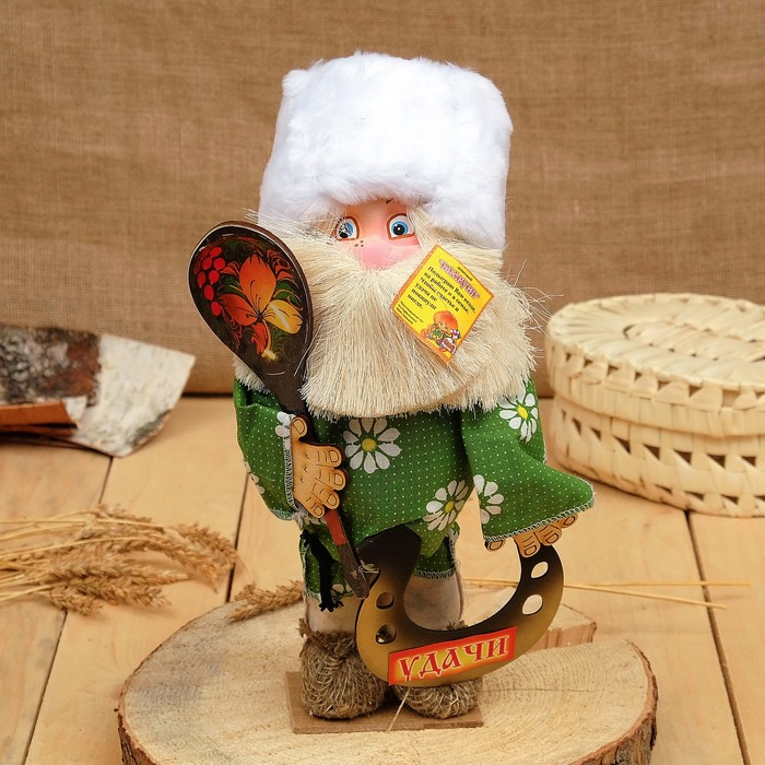 """Оберег-домовой """"Славуся в меховой шапке с ложкой и подковой"""", средний, 33х23х10 см, микс"""