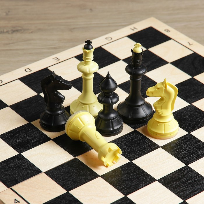 Шахматы гроссмейстерские (доска дерево 40х40 см, фигуры пластик, король h=10.5 см)