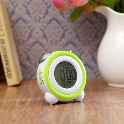 Часы-будильник электронные, с подсветкой, два будильника, зелёные, 11.5х10.5х7 см