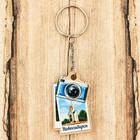 Брелок деревянный в форме фотоаппарата «Новосибириск. Часовня во имя Святителя и Чудотворца Николая»