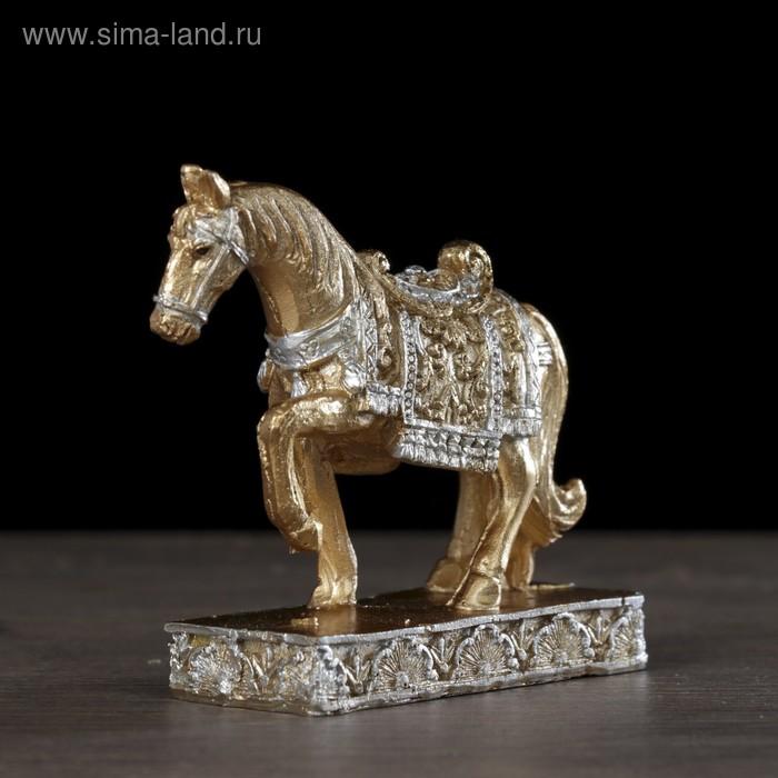 """Сувенир полистоун """"Золотой конь в ажурной попоне"""" 7,5х8х3 см"""