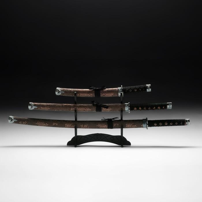 Сувенирное оружие «Катаны на подставке», коричневые ножны под крокодила