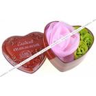 """Набор мыльных лепестков в шкатулке-сердце """"Сладкий комплимент"""": 3 бутона и мочалка"""