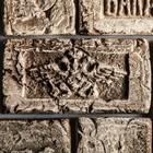 "Плитка-кирпич ""Имперский герб"", бежевая, шамотная керамика"
