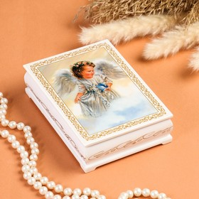 """Box """"angel with bird"""", white, 10×14 cm, lacquered miniature"""