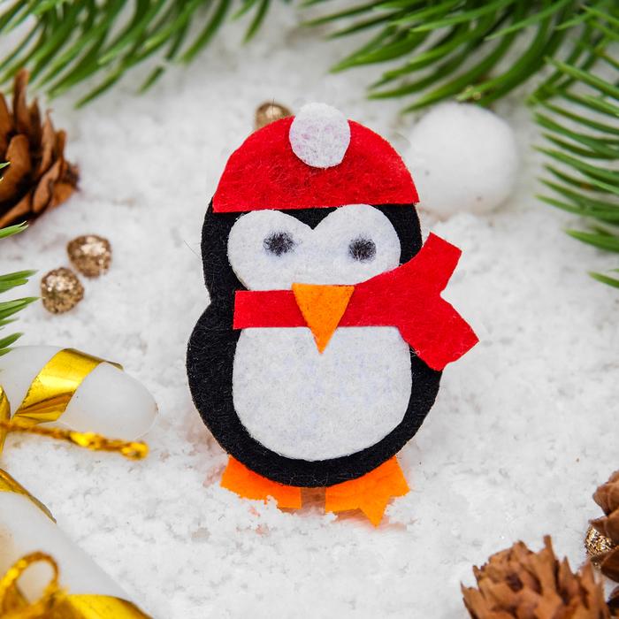 """Брошь """"Новогодняя сказка"""" пингвиненок, цветная"""