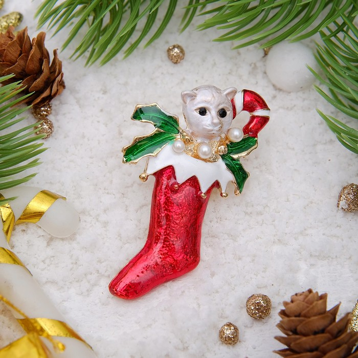 """Брошь новогодняя """"Рождественская сказка"""" котенок в носке, цветная в золоте"""