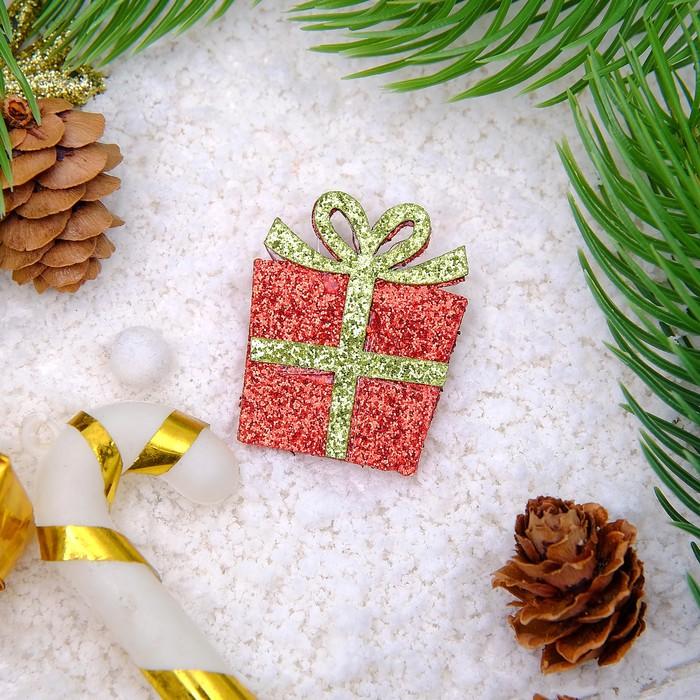 """Брошь """"Новогодняя сказка"""" подарочек, цвет красно-золотой"""