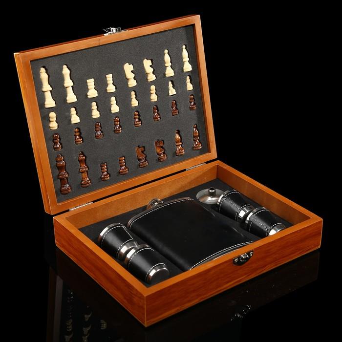 Набор 7 в1: фляжка 8 oz чёрная, 4 рюмки, воронка, шахматы (пешка1.6 см, король 4.6см), 18х24 см 3470