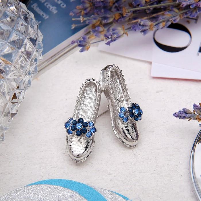 """Брошь """"Туфельки"""" лофферы, цвет синий в серебре"""