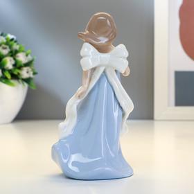 """Сувенир керамика """"Девочка в голубом платье с бантом и сердцем в руках"""" 11х6х4,3 см - фото 1699031"""