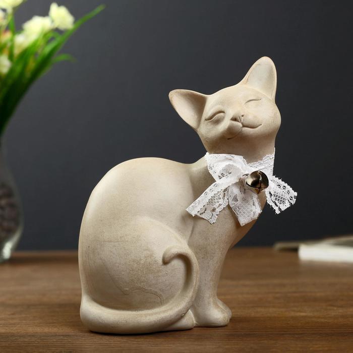 """Сувенир полистоун """"Кошка с бантом и колокольчиком жмурится"""" 18х14х8,5 см - фото 798021256"""