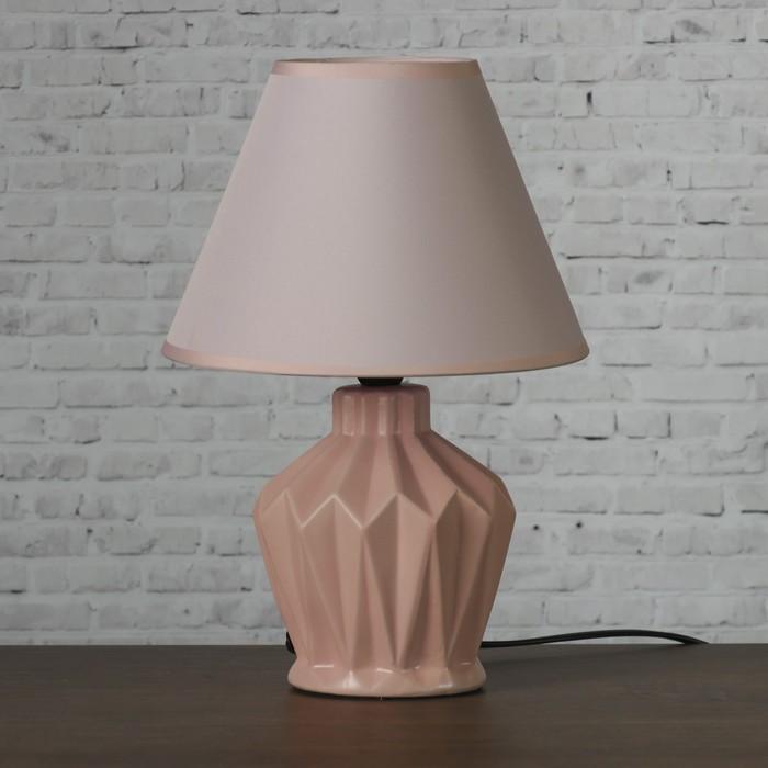 """Лампа настольная """"Грани"""" 1х25Вт E14 розовый 20х20х30см - фото 7931368"""