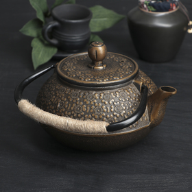 "A kettle with a sieve of 850 ml of ""Rabia"""
