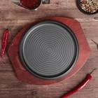 """Сковорода 23 см """"Круг. Спираль"""", на деревянной подставке - фото 162810567"""