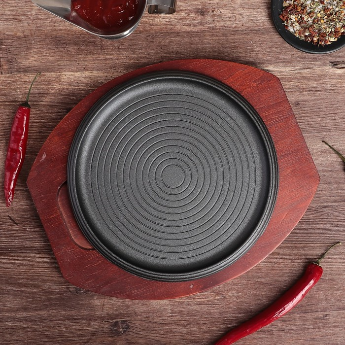 """Сковорода 23 см """"Круг. Спираль"""", на деревянной подставке"""