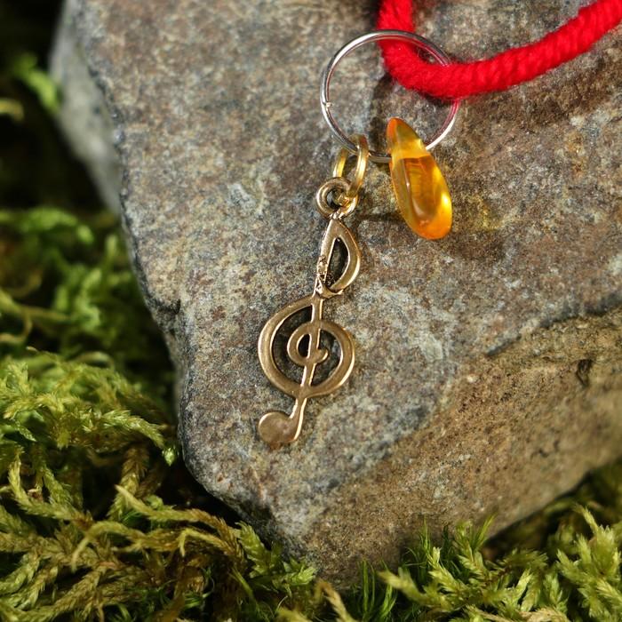 """Браслет-оберег """"Красная нить. Музыкальный ключ"""" с подвеской, янтарь"""