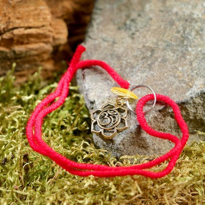"""Браслет-оберег """"Красная нить. Знак ОМ"""" с подвеской, янтарь - фото 299215682"""