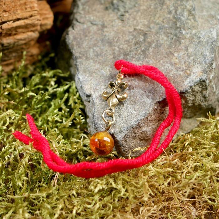 """Браслет-оберег """"Красная нить. Королевская лилия"""" с подвеской, янтарь - фото 234148900"""