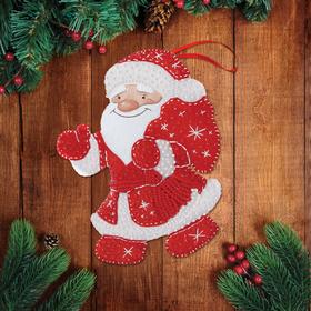 """Новогодняя игрушка из фетра с вышивкой бисером """"Дед Мороз"""""""
