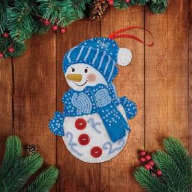 """Новогодняя игрушка из фетра с вышивкой бисером """"Снеговик"""""""