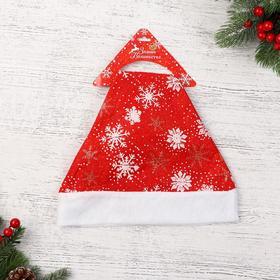 """Колпак новогодний """"Снежинки белые и золотые"""" красный 28*33 см"""