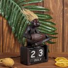"""Сувенир дерево календарь """"Абориген сидит с барабаном"""" 19х11х5,5 см"""