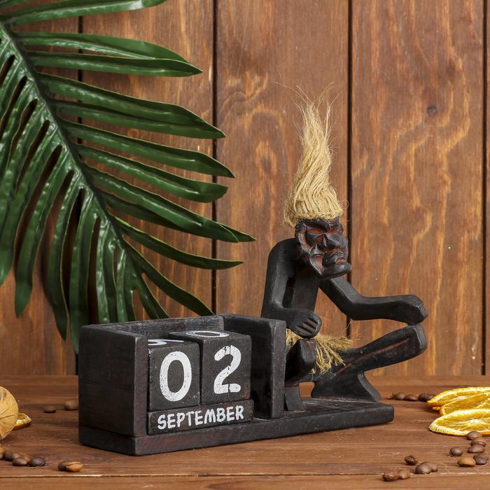"""Сувенир дерево календарь """"Абориген на корточках"""" 14х20х8 см"""