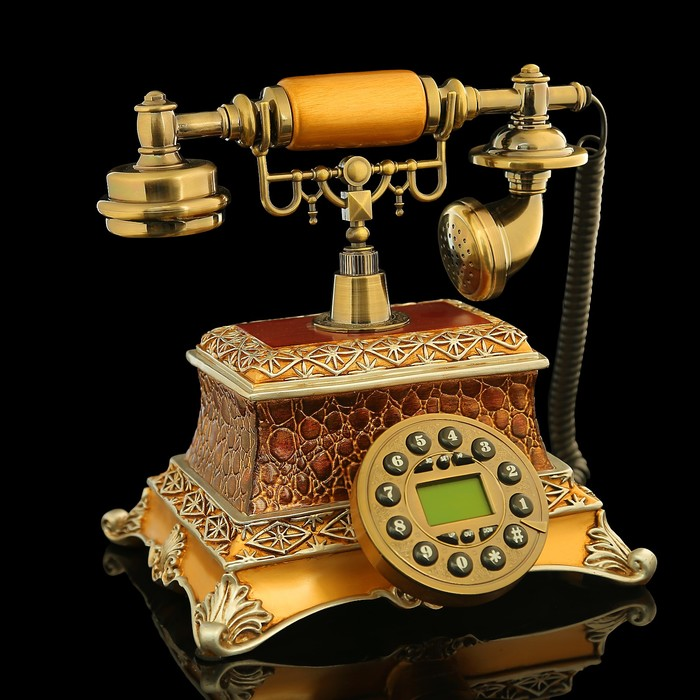 Ретро телефон с отделкой под змею, коричневый, полистоун, 18х26х24 см