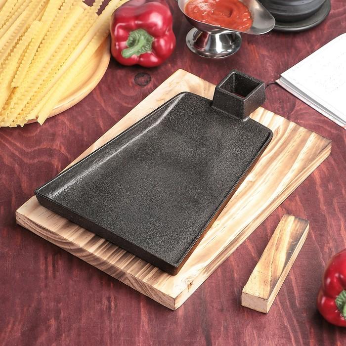 Сковорода «Тяпка», 19,5х15,5 см, на деревянной подставке - фото 798046826