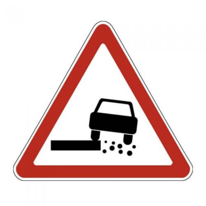 Знак дорожный 1.19 «Опасная обочина»