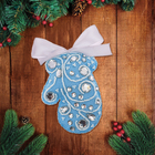 """Новогодняя ёлочная игрушка, Набор для создания подвески из фетра """"Варежка"""" с вышивкой стразами"""