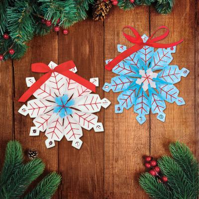 """Новогодние игрушки из фетра """"Снежинки"""""""